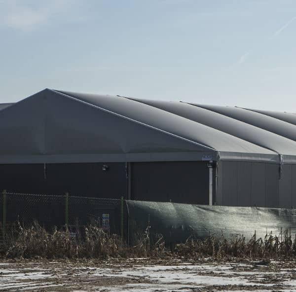 Leichtbauhalle mit aufblasbares Dach